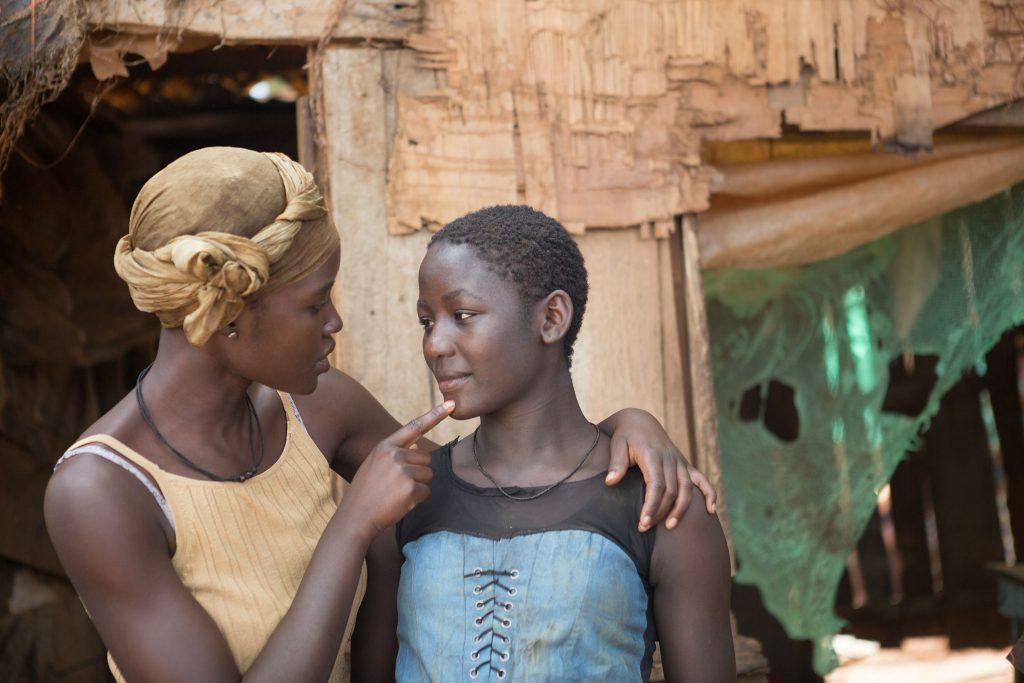 queen-of-katwe-lupita-nyongo-as-harriet-mutesi-and-madina-nalwanga-as-phiona-mutesi